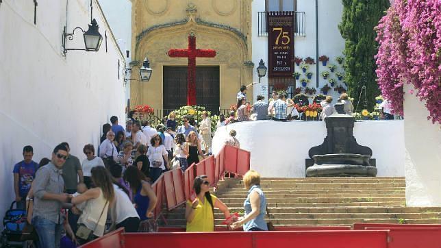 La Policía redoblará esfuerzos para frenar el botellón cerca de las Cruces