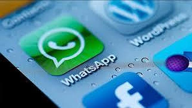 Cómo ganan dinero las «apps» de mensajería instantánea WhatsApp, WeChat y Line