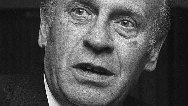El héroe hedonista y amoral que salvó la vida a mil doscientos judíos