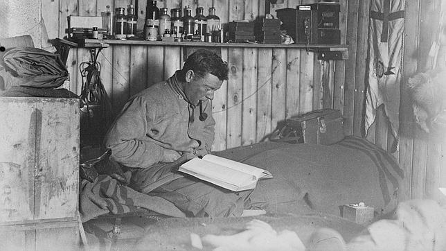 Hallan en la Antártida el diario de un explorador después de un siglo bajo el hielo