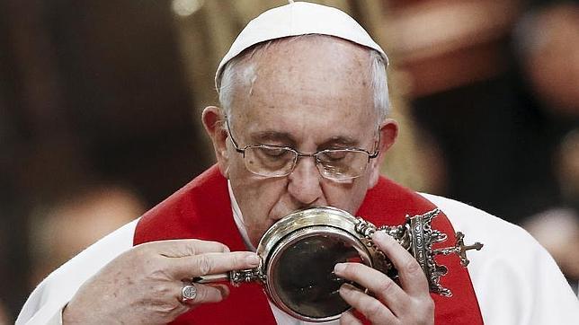 La sangre de San Jenaro se licúa ante el Papa por primera vez desde 1848