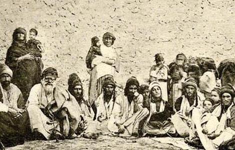Ilustración de un grupo de yazidíes en Sinjar, en la frontera sirio-iraquí