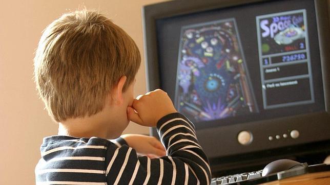 Los jóvenes corren el riesgo de convertirse en «rehenes de la tecnología»