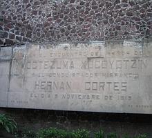 Placa conmemorativa del primer encuentro entre Cortés y Moctezuma