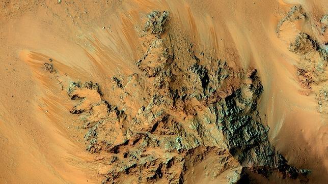 Canales de agua salada en Marte