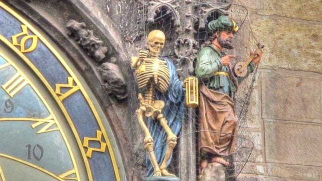 La muerte y la lujuria representadas en el Reloj Astronómico de Praga