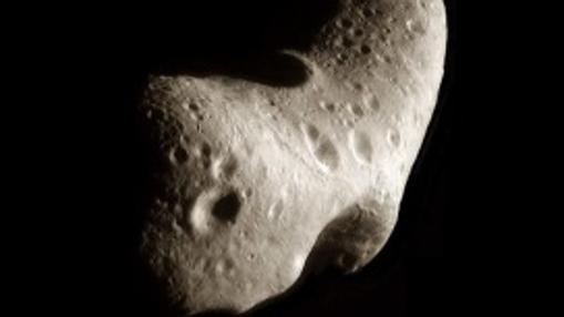Imagen del asteroide Eros, de 23 kilómetros, captada por la misión NEAR