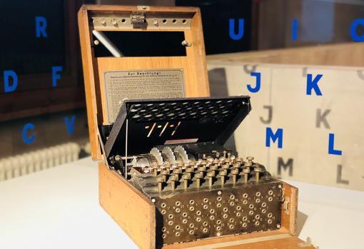 La máquina Enigma en el Museo del espía de Berlín