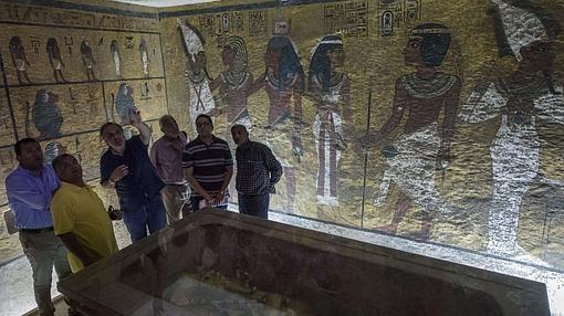 Inspección en la tumba de Tutankamón
