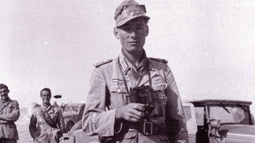 Hellmut, con su uniforme