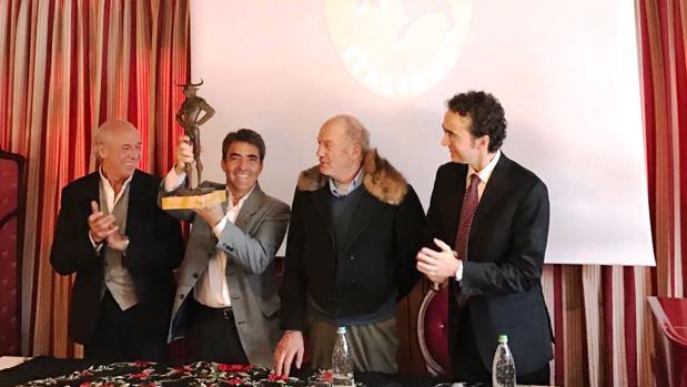 Victorino Martín, con la directiva del Club Taurino Italiano