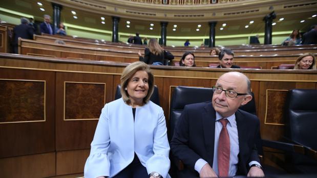 Fátima Báñez y Cristóbal Montoro, en el Congreso de los Diputados
