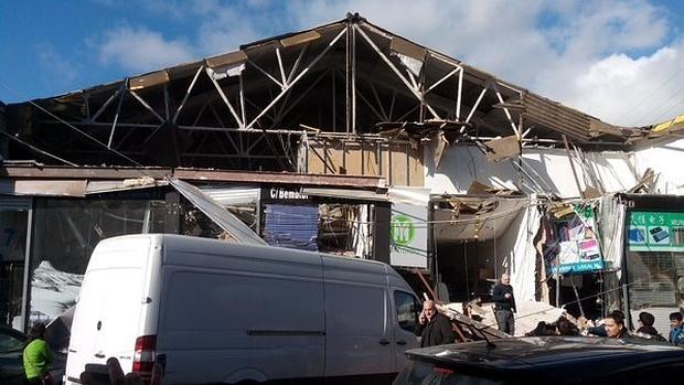 La fachada del edificio, totalmente destrozada tras el derrumbe