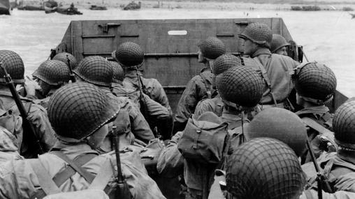 Soldados con el casco M1