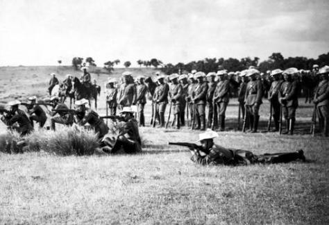 Madrid. Junio de 1922. En el monte de El Pardo. La Guardia Civil del Primer Tercio de Caballería realizando ejercicios de tiro al blanco