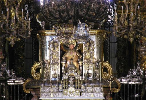Altar Mayor con la imagen de Santiago Peregrino en la Catedral de Santiago de Compostela,