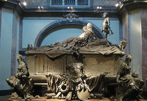 María Teresa y su marido fueron sepultados en una tumba doble. Cripta Imperial de Viena.