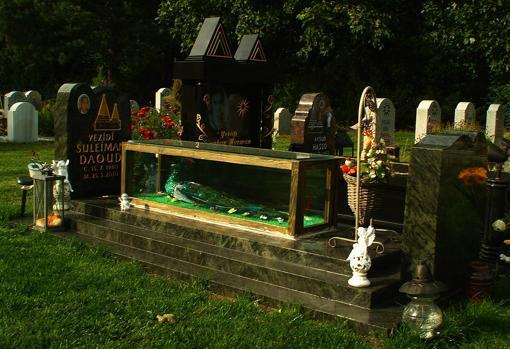 Tumba de un creyente de esta religión en un cementerio de la ciudad de Hannover .