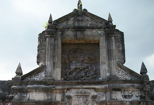 Entrada al Fuerte de Santiago, vestigio de la presencia española en Manila.