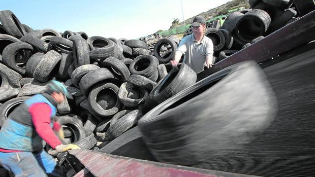 Cada año 70.000 neumáticos usados quedan fuera del control regulatorio