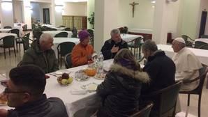 El Papa celebra su cumpleaños desayunando con ocho personas sin techo
