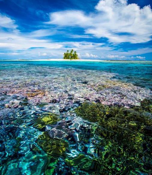 Aguas transparentes en el archipiélago de Tuvalu