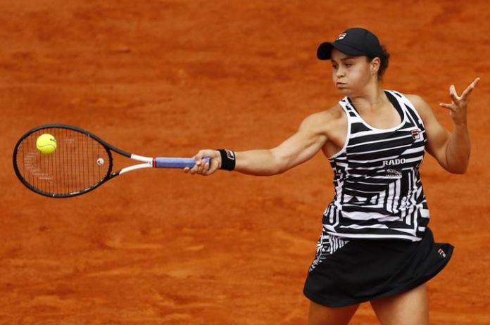 Ash Barty's biceps swell when she turns the ball over. His face is swollen with air of tension.