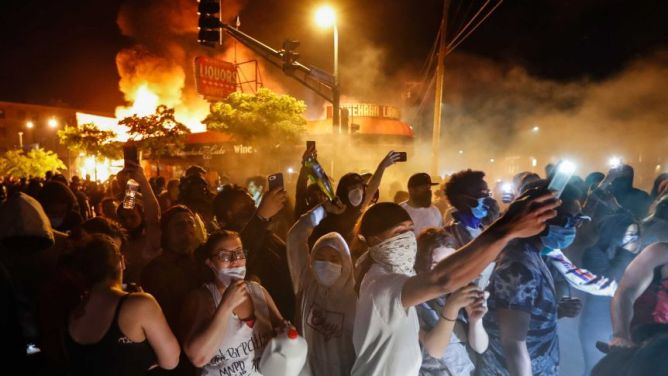 What it's like on the ground during riots in Minneapolis over ...