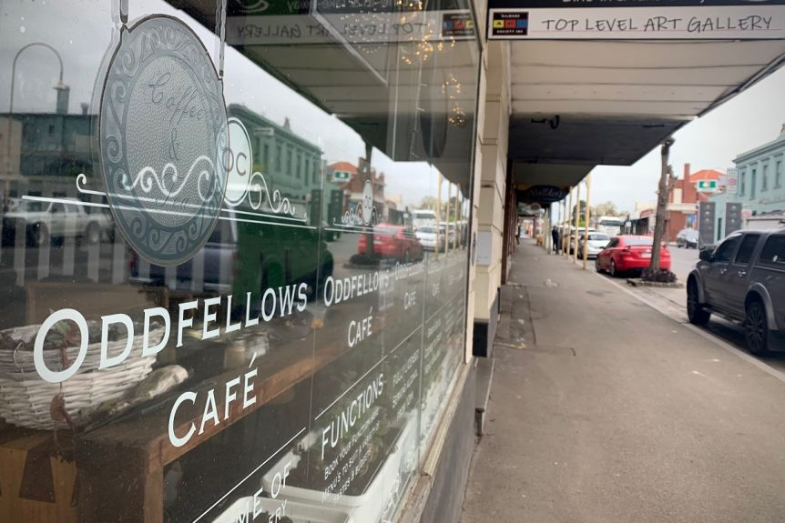 The outside of the Oddfellows Cafe on a street in Kilmore on a cloudy day.