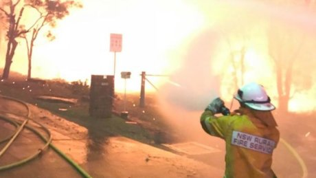 500 firefighters battling to save homes in Sydney's south-west