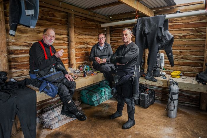 Wet Mules divers enjoy lunch during an expedition to Tank Cave.