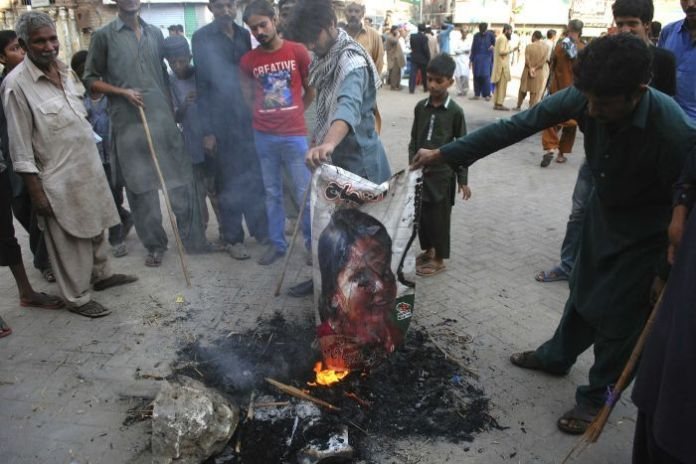 Protesters burn effigy after Pakistan blasphemy verdict