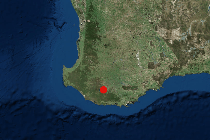 Map of the south west of Western Australia with a red dot to mark the quake zone