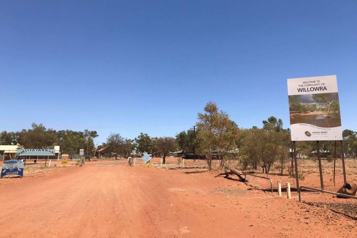 A sign welcoming travellers to the community of Willowra.