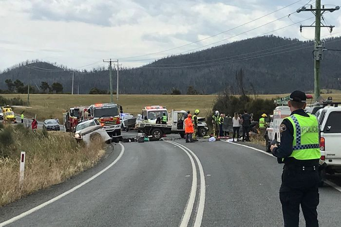 Police and emergency services at the accident scene