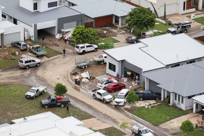 Floodwaters ease in Townsville