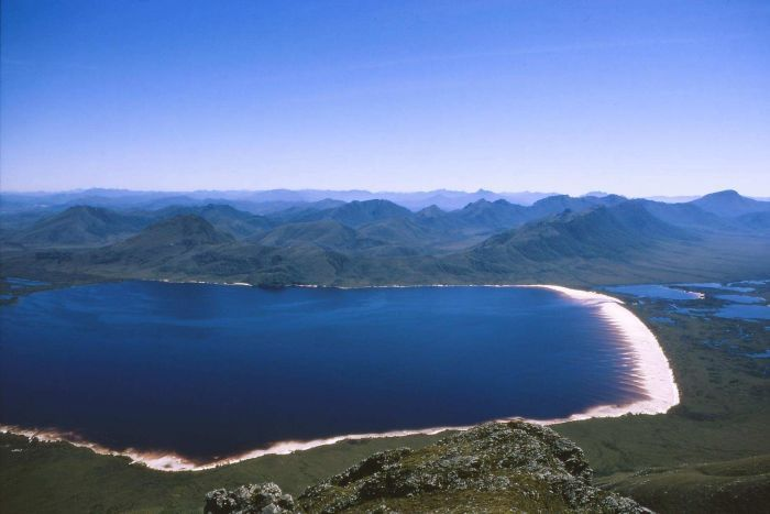 Picture of a lake, mountains and a white beach