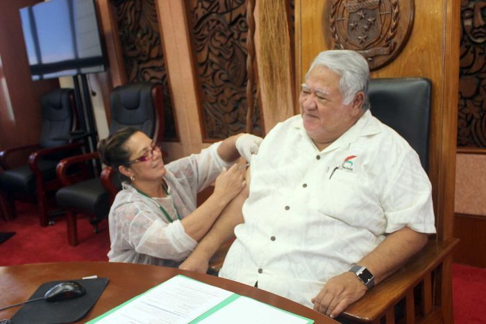 Samoan Prime Minister Tuilaepa Sailele received a dose of the measles vaccine, along with other members of the Cabinet.