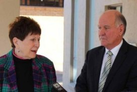 Photo: Pamela Rutledge from Richmond PRA and Independent New England MP, Tony Windsor, at the first meeting of the Partners In Recovery program in Tamworth (Photo: ABC Intern, Gavin Coote.)