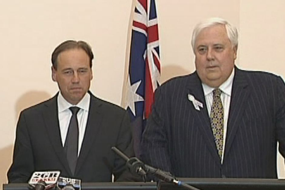 Greg Hunt and Clive Palmer announcing climate policy agreement