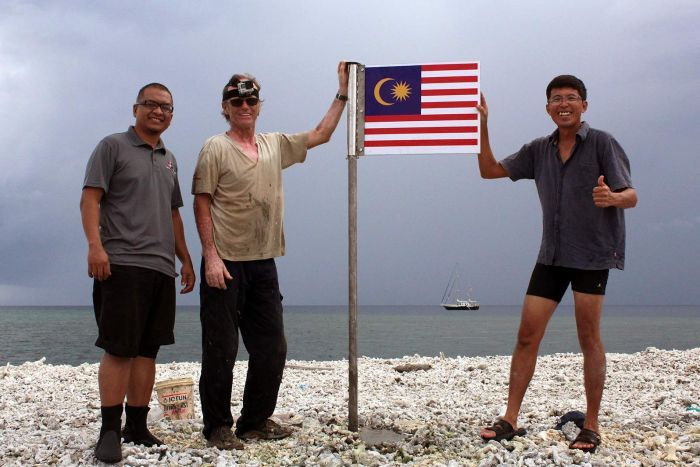 Hans Berekoven and Malaysian colleagues with Malaysian flag on Luconia Shoals