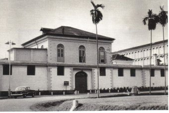A black and white photo of the Outram Rd Jail building in Singapore.