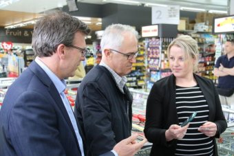 Malcolm Turnbull tours a shopping centre in Ceduna