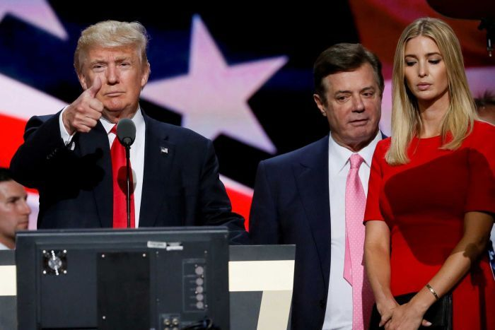 Donald Trump gives a thumbs up alongside his campaign manager Paul Manafort