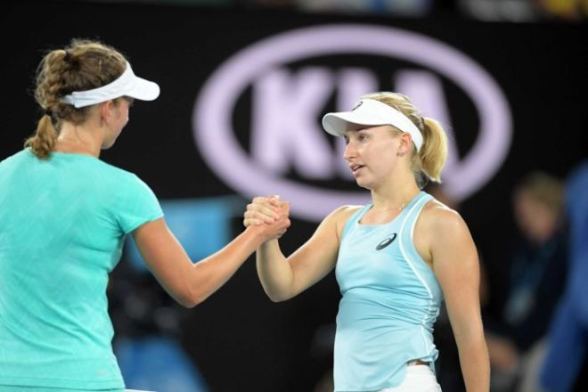 Elise Mertens, who has her back to the camera, shakes hands with Daria Gavrilova.