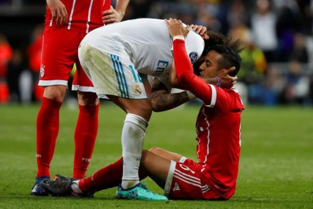 Real Madrid's Marcelo (L) and Bayern Munich's Thiago Alcantara embrace after the full-time whistle.
