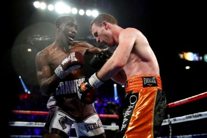 Terence Crawford lands a blow on Jeff Horn.