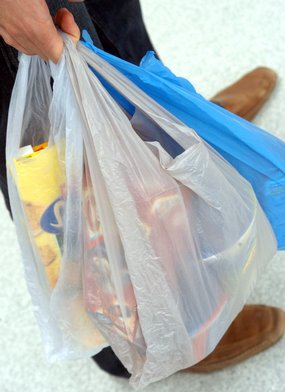 bShopping bags now attract a 10 cent surcharge at Safeway, Coles and IGA supermarkets in Wangaratta/b