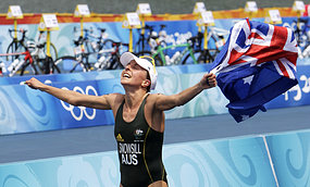 Emma Snowsill wins Olympic triathlon