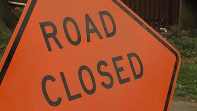 road_closed_sign_566680